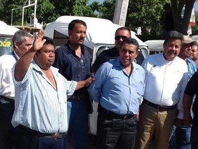 """<a href=""""/noticias/atiende-la-smyt-el-tema-de-los-mototaxis-en-tlaltizapan"""">Atiende la SMyT el tema de los mototaxis en Tlaltizapán</a>"""