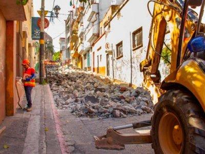 """<a href=""""/noticias/inician-trabajos-para-mejorar-la-calle-salazar-y-francisco-leyva-del-centro-de-cuernavaca"""">INICIAN TRABAJOS PARA MEJORAR LA CALLE SALAZAR Y FRANCISCO LEYVA DEL CENTRO DE CUERNAVACA</a>"""